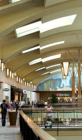 C806 - Jordan Creek Town Center Shopping Mall  chandeliers; design  by Callison, lighting design by Schuler & Schook